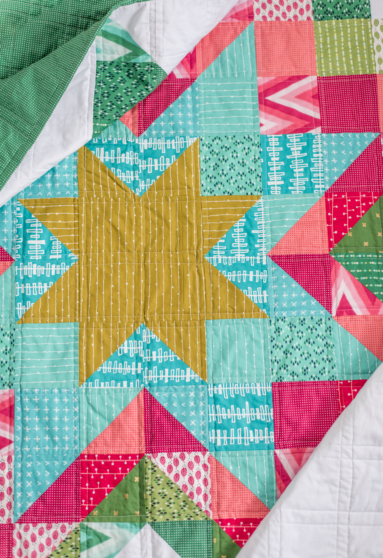 Expanding Stars Quilt The Scrappy Christmas Version Quilty Love