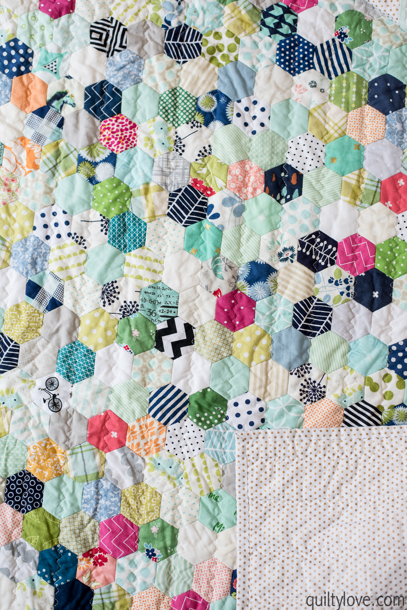 Hand Pieced Hexie Quilt - the one that took over a year - Quilty Love : hexie quilt - Adamdwight.com
