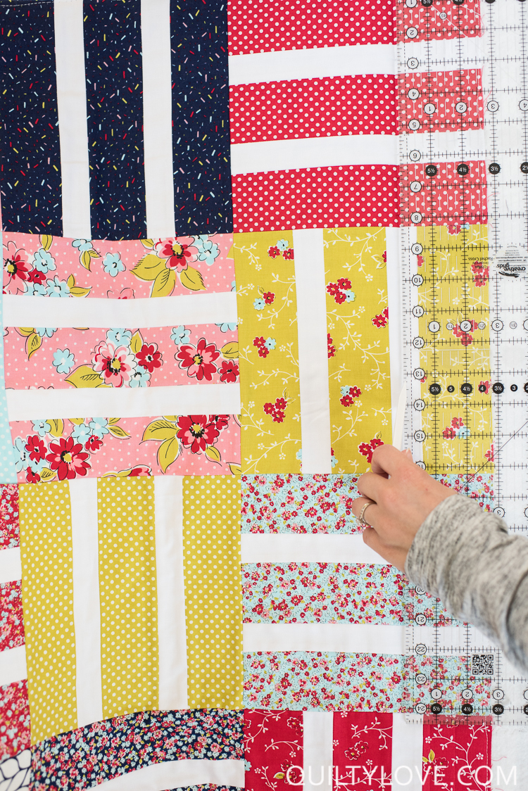 How to quilt - Zig zag walking foot quilting on a home sewing ... : quilting with a walking foot - Adamdwight.com