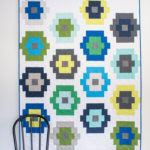 Quilty Beads quilt - a modern Kona Cotton solids quilt by quiltylove.com