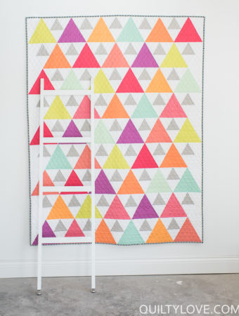 Triangle Peaks quilt by Emily of Quiltylove.com